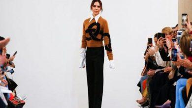 Photo of فيكتوريا بيكام تعود لنقوش السبعينيات خلال أسبوع الموضة في لندن