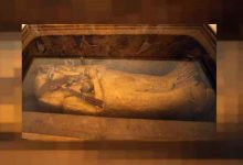 Photo of التابوت المذهب للملك توت عنخ آمون يخضع للترميم لأول مرة منذ 1922