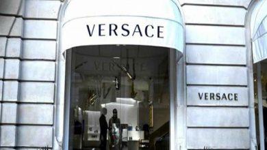 Photo of مايكل كورس تستحوذ على دار أزياء فيرساتشي الإيطالية