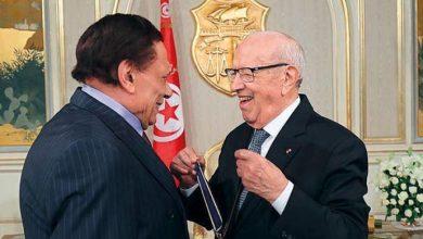 Photo of السبسي يقلد عادل إمام أعلى وسام ثقافي تونسي