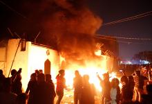 Photo of العراق: محتجون يضرمون النار في القنصلية الإيرانية بالنجف واعلان حظر التجول