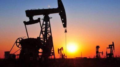 Photo of النفط يهوي بفعل مخاوف تخمة المعروض ومحادثات التجارة