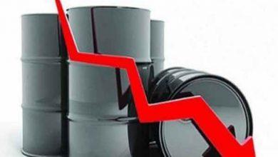 Photo of النفط يهبط أكثر من دولار للبرميل بفعل زيادة المخزون الأميركي وتأجيل اتفاق التجارة