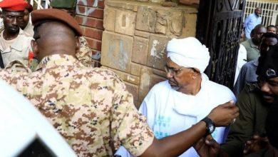 Photo of السلطات السودانية تحلّ حزب البشير