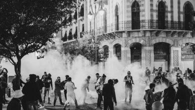 Photo of لبنان ينتفض لليوم الـ ٦٢ …. عشرات الجرحى جراء مواجهات عنيفة ليلاً بين قوات الأمن ومتظاهرين … بعدسة إميلي ماضي
