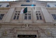Photo of استئناف أول محاكمة بتهمة الفساد لمسؤولين سابقين في الجزائر