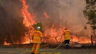 Photo of إجلاء عشرات الآلاف من سكان جنوب شرق أستراليا بسبب الحرائق