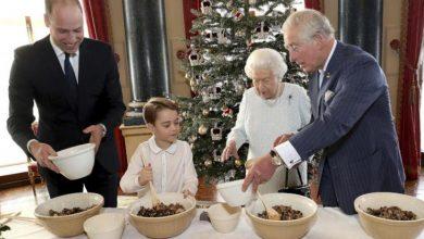 Photo of ملكة بريطانيا تعد حلوى عيد الميلاد بعد عام صعب