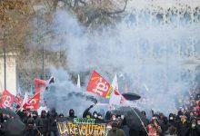 Photo of فرنسا: إضراب مستمر لليوم الخامس وشلل في حركة وسائل النقل