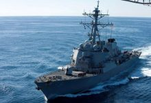 Photo of بارجة أميركية في الخليج تصادر أجزاء صواريخ يعتقد أن مصدرها إيران