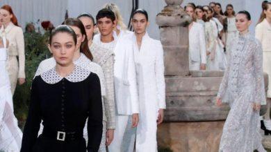 Photo of شانيل تقدم عرض أزياء مستوحى من سنوات مؤسستها في دير الراهبات