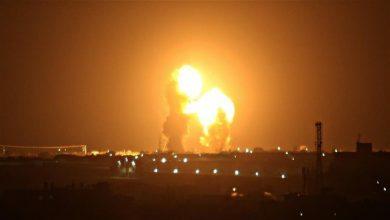 Photo of اسرائيل تشن غارات على غزة لليوم الثاني بعد اطلاق بالونات حارقة