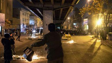 Photo of إطلاق قنابل غاز مسيّل للدموع لتفريق متظاهرين ضد السلطة في ايران
