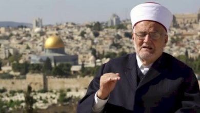 Photo of قرار إسرائيلي بإبعاد رئيس الهيئة الإسلامية العليا عكرمة صبري أسبوعاً من المسجد الأقصى