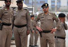 Photo of مقتل امرأة وإصابة أخريين بإطلاق نار في شرق السعودية