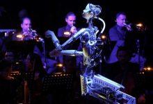 Photo of إنسان آلي يقود أوركسترا بشرية في الشارقة بالإمارات