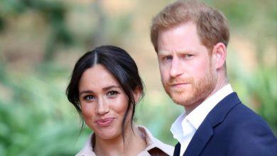 Photo of العائلة المالكة البريطانية تدرس منع الأمير هاري وزوجته من استخدام كلمة «ملكي»