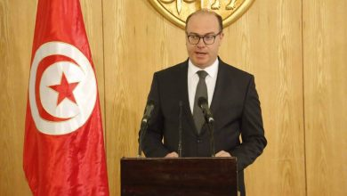 Photo of رئيس وزراء تونس يقترح حكومة وسط مخاوف من انتخابات مبكرة