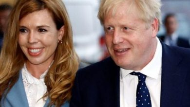 Photo of رئيس وزراء بريطانيا جونسون وصديقته ينتظران أول مولود