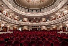 Photo of مسرح روسي يطبق التباعد الاجتماعي لأقصى درجة ويسمح لشخص واحد بحضور حفلته