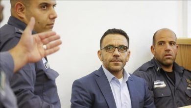 Photo of الشرطة الإسرائيلية تعتقل محافظ القدس بتهمة ممارسة نشاط «غير قانوني»
