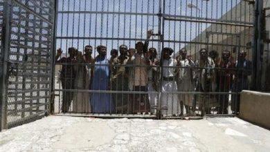 Photo of مقتل طفلة وست سجينات اثر قصف حوثي استهدف سجناً في اليمن