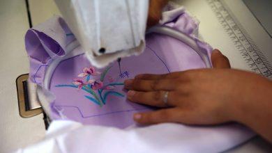 Photo of الحماية بلمسة من الأناقة… مصممة أزياء صينية تصنع كمامات من الحرير