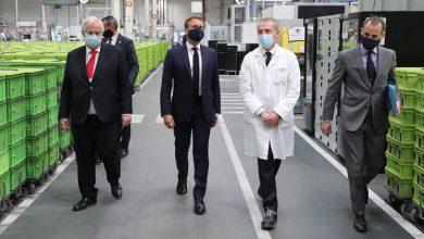 Photo of ماكرون يعلن عن خطة بأكثر من ثمانية مليارات يورو لدعم قطاع صناعة السيارات