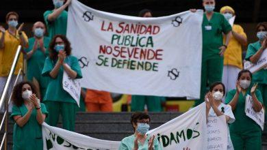 Photo of أطباء وممرضون يتظاهرون في مدريد للمطالبة بتعزيز مواردهم في مواجهة كورونا