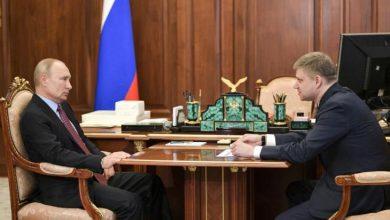 Photo of ظهور نادر لبوتين في الكرملين مع بدء تخفيف إجراءات الإغلاق في روسيا