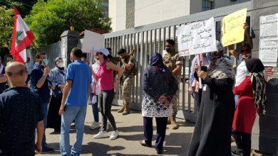 Photo of اعتصام امام سنترال الميناء احتجاجاً على ارتفاع اسعار الدولار وقطع خطوط الهاتف