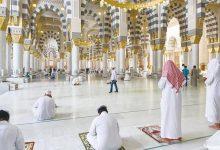 Photo of السعوديون يعودون إلى المساجد بكمامات بعد تعليق صلاة الجماعة لشهرين