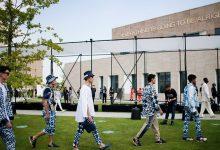 Photo of أول عرض أزياء في زمن كورونا… لا عناق ولا قبلات مع الحفاظ على الكمامة والتباعد