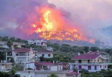 Photo of فرق الإطفاء اليونانية تكافح حريقاً كبيراً قرب كورنثوس واخلاء ثلاث قرى