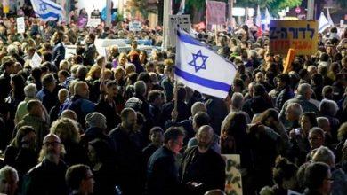 Photo of آلاف يتظاهرون في القدس ضد نتانياهو يطالبونه بالاستقالة