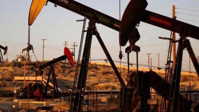 Photo of النفط يهبط لمخاوف من انتكاس الطلب على الوقود مع تصاعد إصابات الفيروس