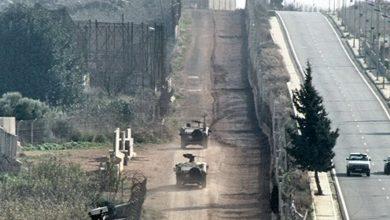 Photo of الجيش الاسرائيلي: استهداف مجموعة مسلحة تزرع عبوات ناسفة عند الحدود مع سوريا