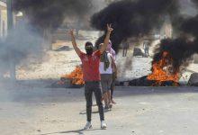 Photo of المئات يتظاهرون في تونس والبرلمان يقرّ التعديل الوزاري