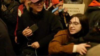 Photo of توقيف شابة من مقتحمي الكابيتول سعت لبيع حاسوب بيلوسي لروسيا
