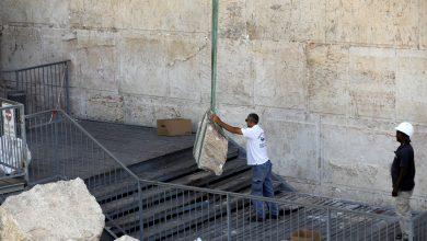 Photo of إسرائيل ترمم حجارة الحائط الغربي بالقدس