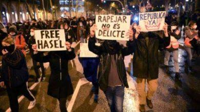 Photo of تظاهرات وصدامات في برشلونة لليلة السابعة على التوالي دعماً لمغني راب مسجون