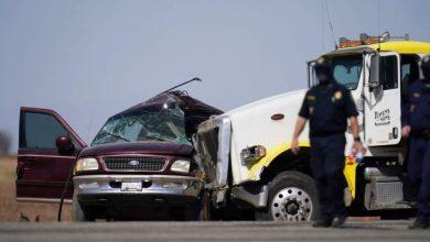 Photo of مصرع 13 شخصاً في اصطدام شاحنة بسيارة محشوة بالركاب في كاليفورنيا