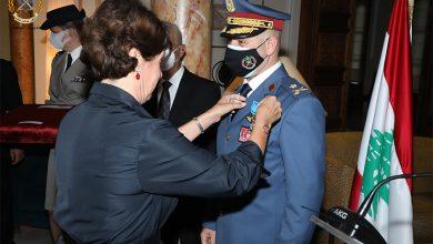 Photo of السفيرة الفرنسية قلدت قائد القوات الجوية ميدالية الاستحقاق الوطني