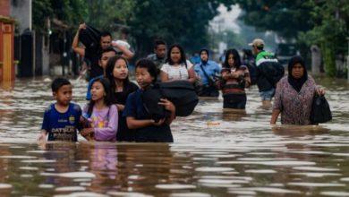 Photo of أكثر من 150 قتيلاً وعشرات المفقودين في فيضانات إندونيسيا وتيمور الشرقية