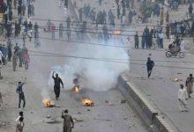 Photo of متظاهرون مناهضون لفرنسا يحتجزون ثمانية شرطيين باكستانيين رهائن