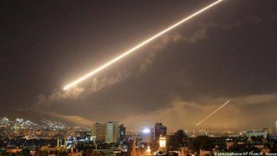 Photo of الدفاعات السورية تتصدّى لصواريخ إسرائيلية قرب دمشق وإصابة أربع جنود