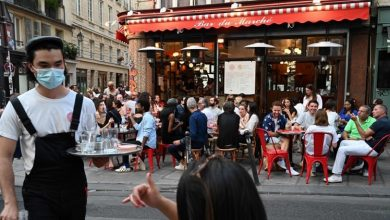 Photo of الباريسيون يعودون من جديد إلى شرفات المقاهي والمطاعم لإحياء رموز العيش على الطريقة الفرنسية