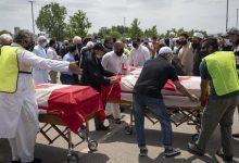 Photo of كندا: المئات يشاركون في تشييع عائلة مسلمة قتلت في حادث دهس «متعمد»