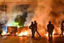 Photo of متظاهرون يقطعون طرقاً في لبنان عشية رفع اسعار الوقود
