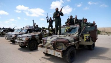 Photo of القوات الموالية لحفتر تغلق الحدود الليبية مع الجزائر وتعلنها منطقة عسكرية